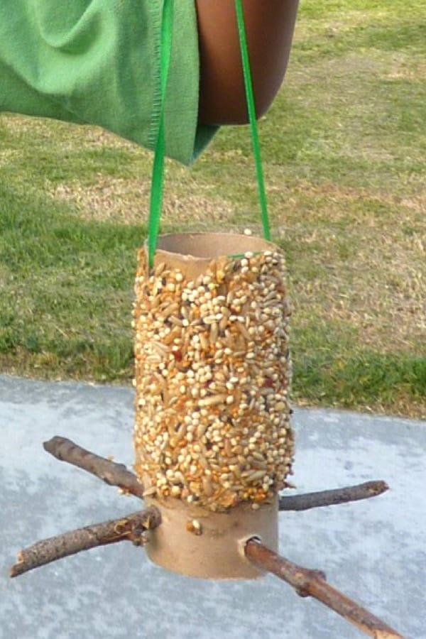 easy birdfeeder craft for kids