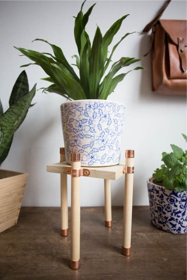 easy plant holder with copper and wood