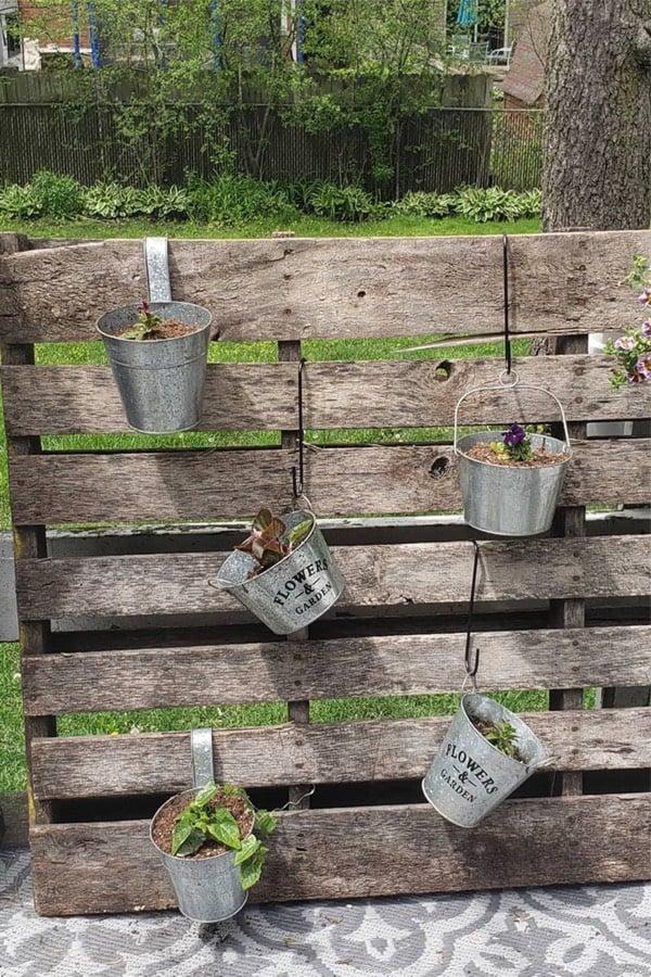 easy outdoor pallet garden examples