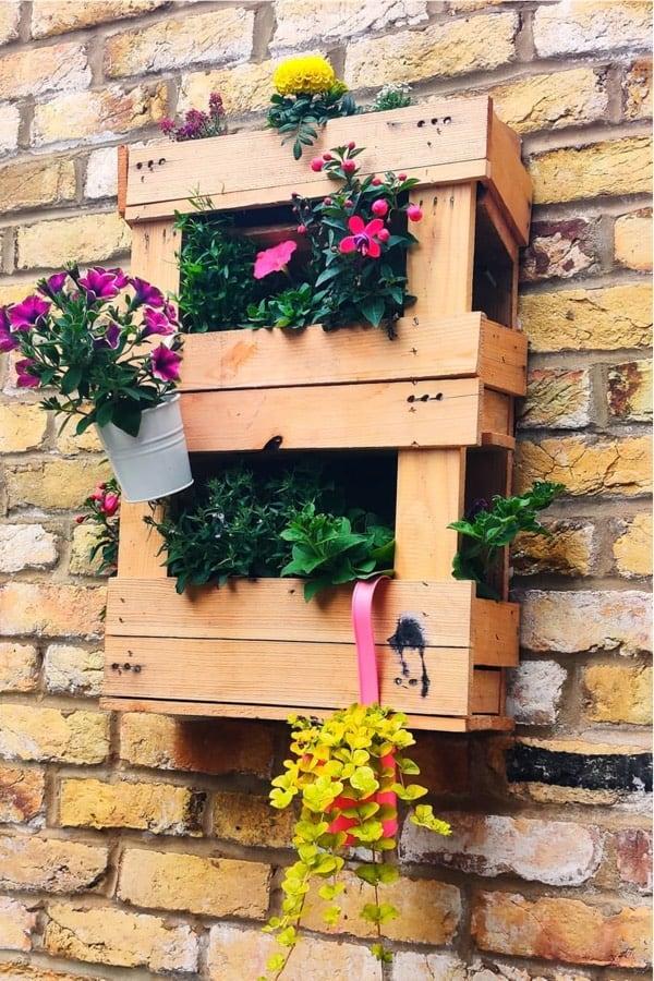 best examples of hanging pallet gardens