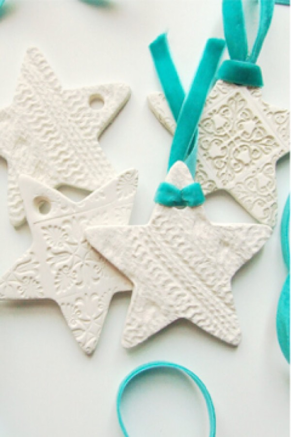 Looking for a fun and easy craft project?? Check out these air dry clay ideas and tutorials to get started! Whether you're a beginner or just need something for the kids, you'll find it here! #diy #claycrafts #craftideas #airdryclay