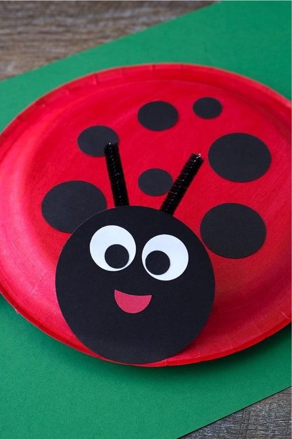 preschooler paper craft with animals