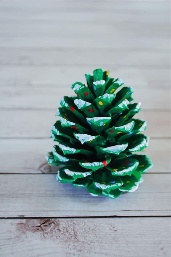 mini pinecone christmas craft