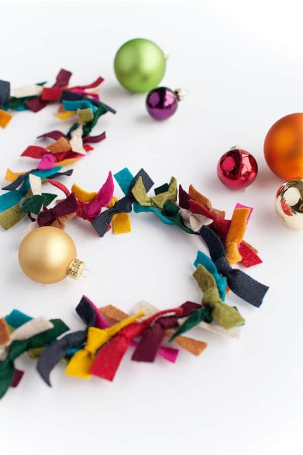 diy christmas garland made from felt