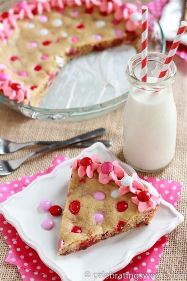 cookie pie with valentine M&Ms