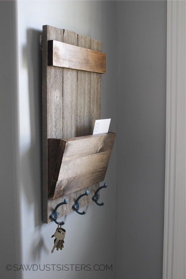 wood keyholder with hooks