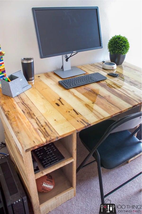simple desk build with pallets