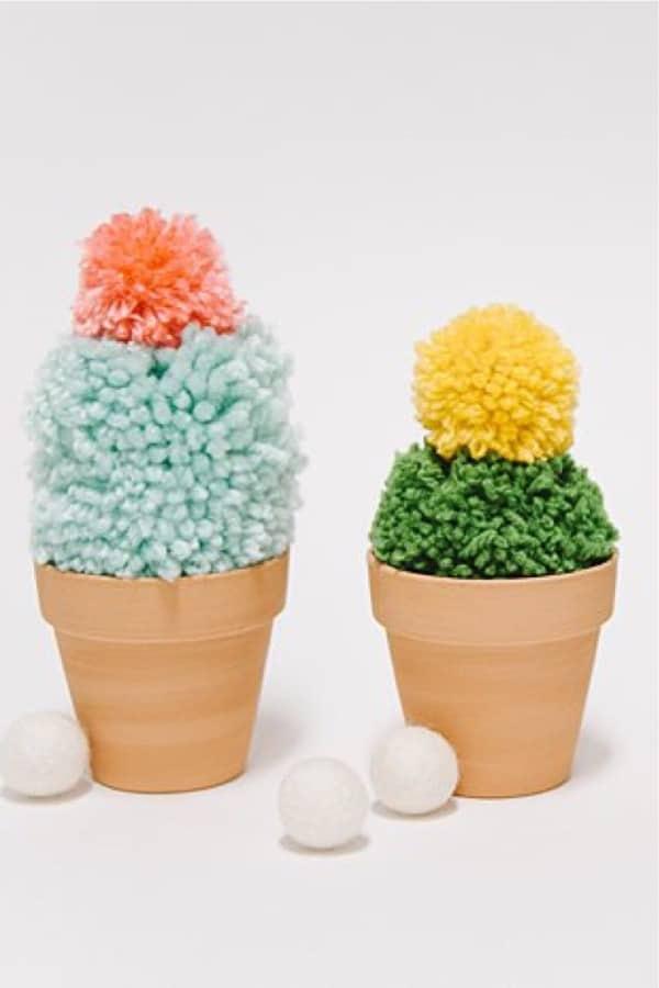 craft tutorial for yarn pom poms