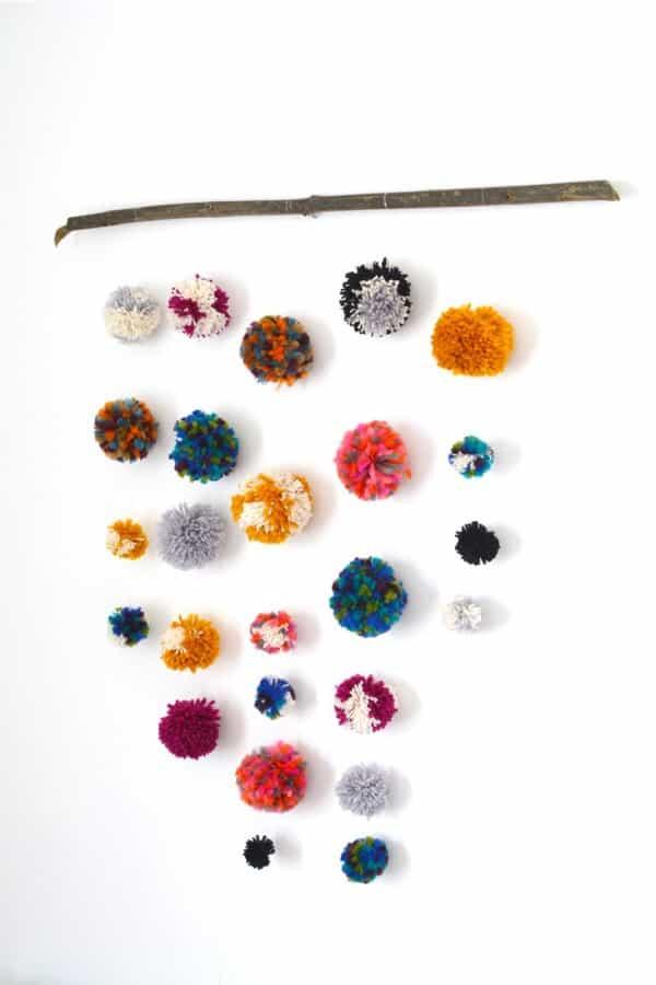craft tutorial with yarn poms