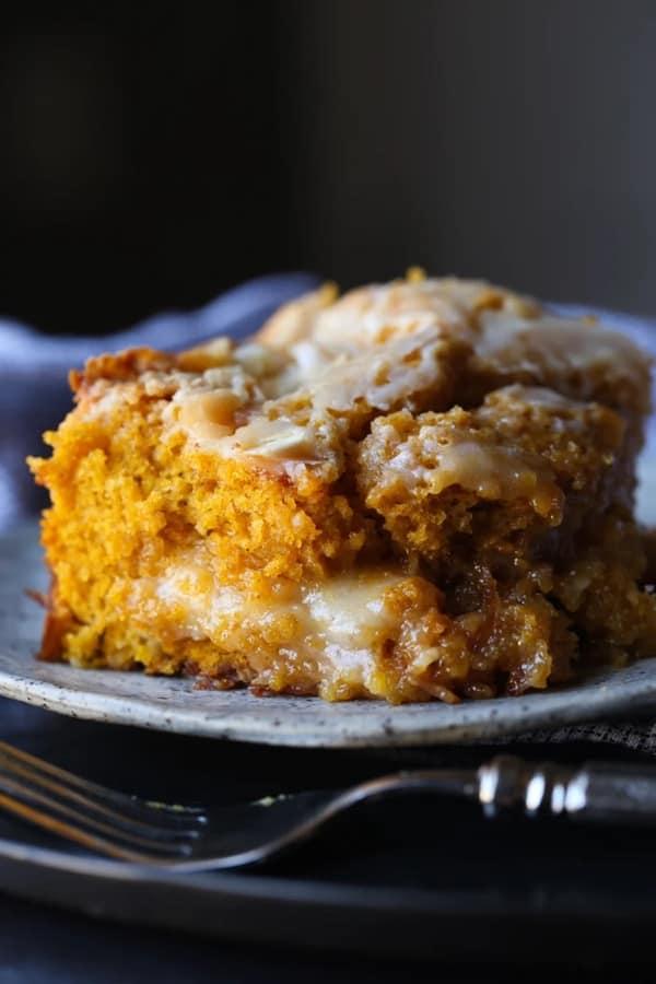 quick dessert cake with pumpkin flavor