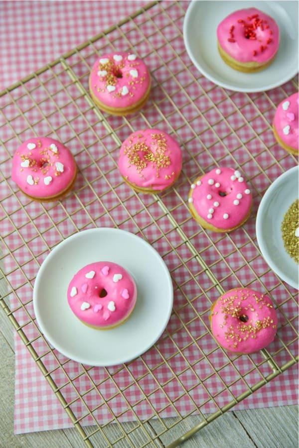 homemade pink dounut recipe idea