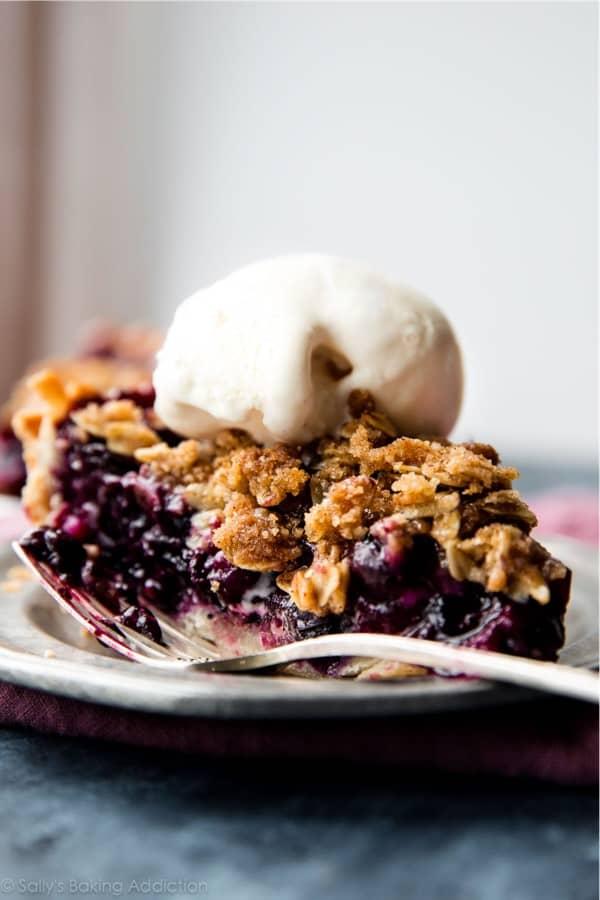 thanksgiving blueberry crumble pie