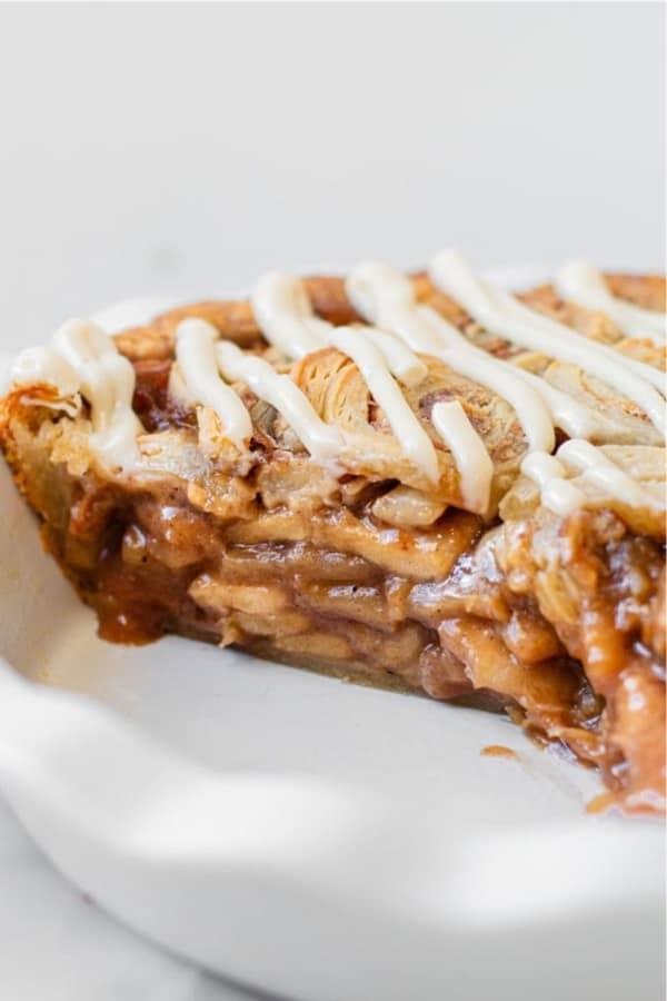 easy to make cinnamon roll pie dessert