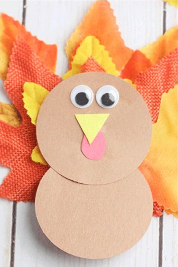 preschooler craft tutorial for thanksgiving turkeys