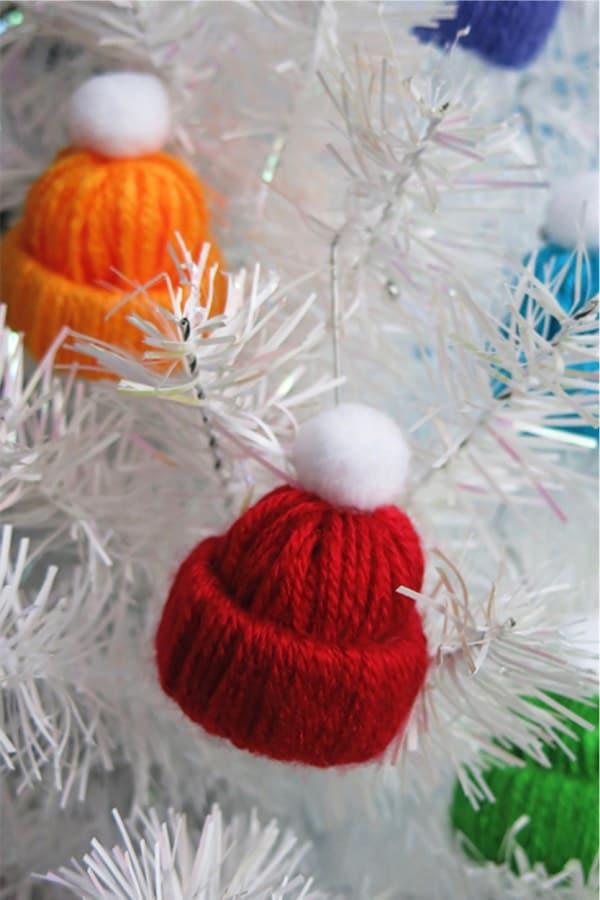 christmas tree ornaments with yarn